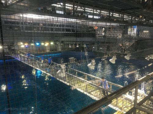美ら海水族館の黒潮探検 大水槽を真上から
